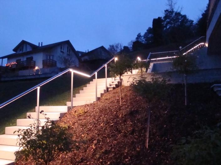 Edelstahlhandlauf mit LED-Beleuchtung Nacht