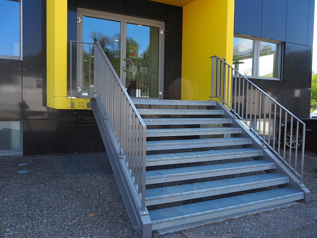 Treppenaufgang mit Staketengeländer