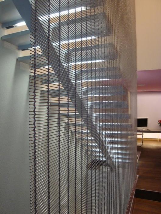 Holmentreppe mit Treppengeländer mit Webnet