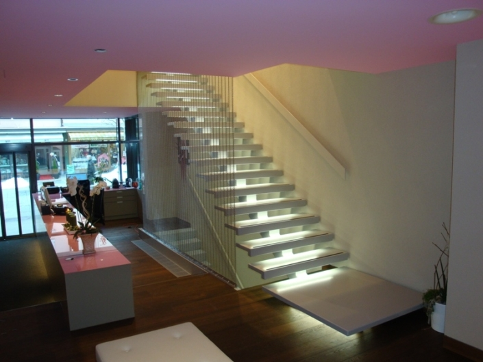 Holmentreppe mit Treppenstufen