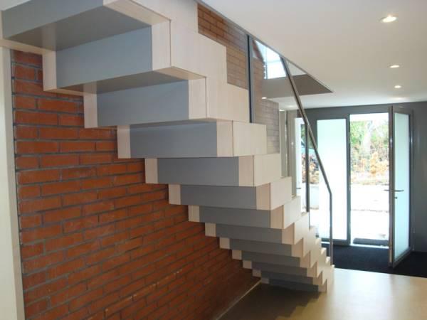 Innentreppe Unterkonstruktion Stahlblech & Glasgeländer
